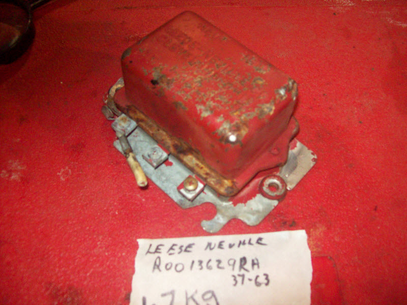 Leece-Neville gray marine Voltage Regulator R001 3629RA