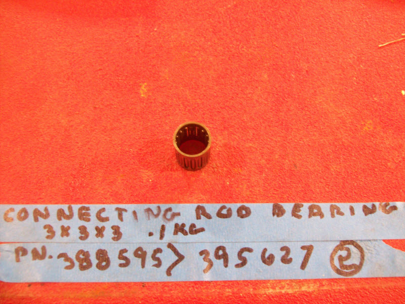 Johnstone/Evinrude wrist pin bearing and retainer